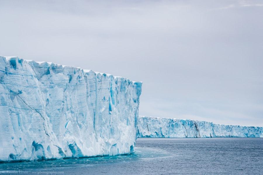 Les murs verticaux du glacier de Bråsvellbreen