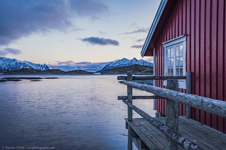 Rorbu norvégien typique à Svolvaer dans les îles Lofoten