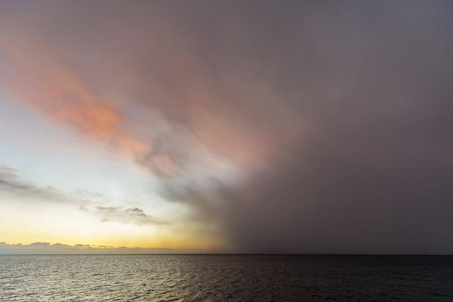 Une tempête et un ciel coloré